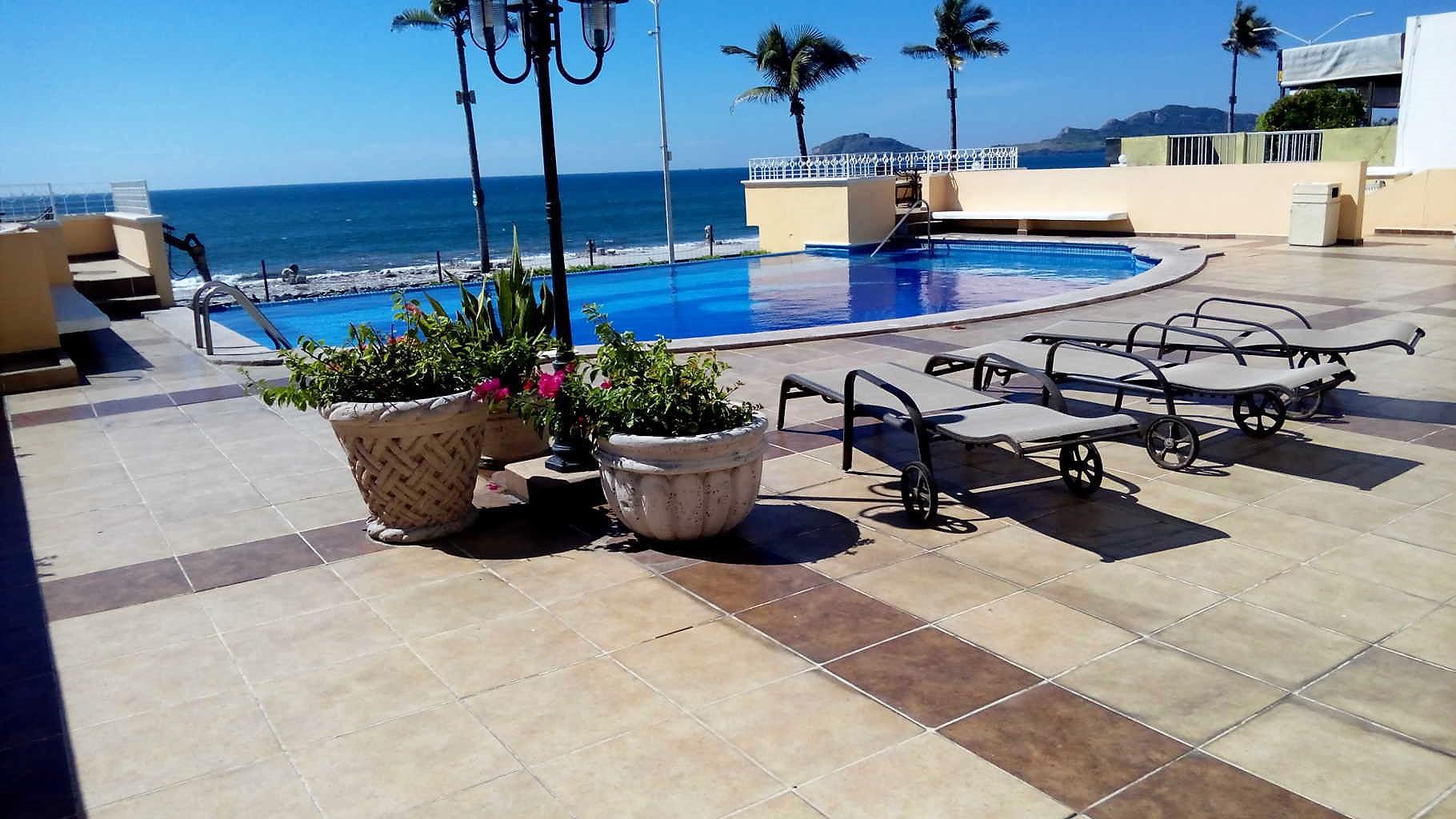 Condominio frente al Malecón con vista al mar – OPORTUNIDAD!
