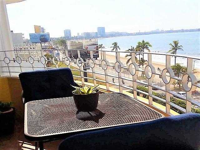 Excelente condominio frente al mar en el Malecón – DESCUENTO!