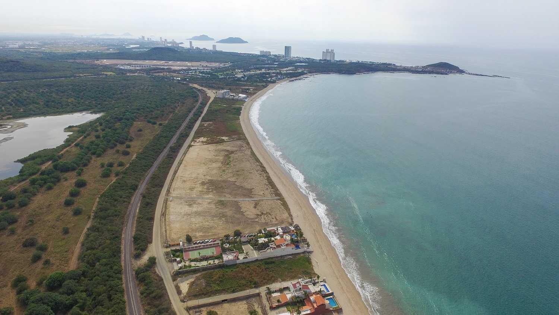 Terreno para desarrollo frente a la Playa El Delfín – OPORTUNIDAD!