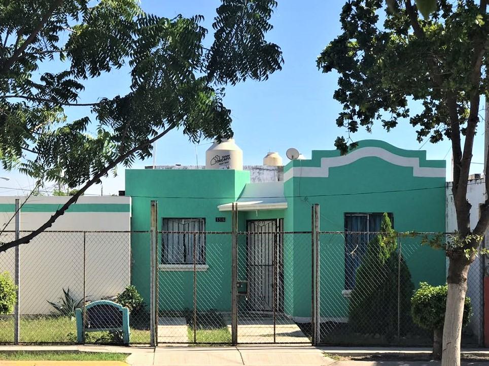 Casa ubicada en esquina en la tranquila colonia de Los Sauces