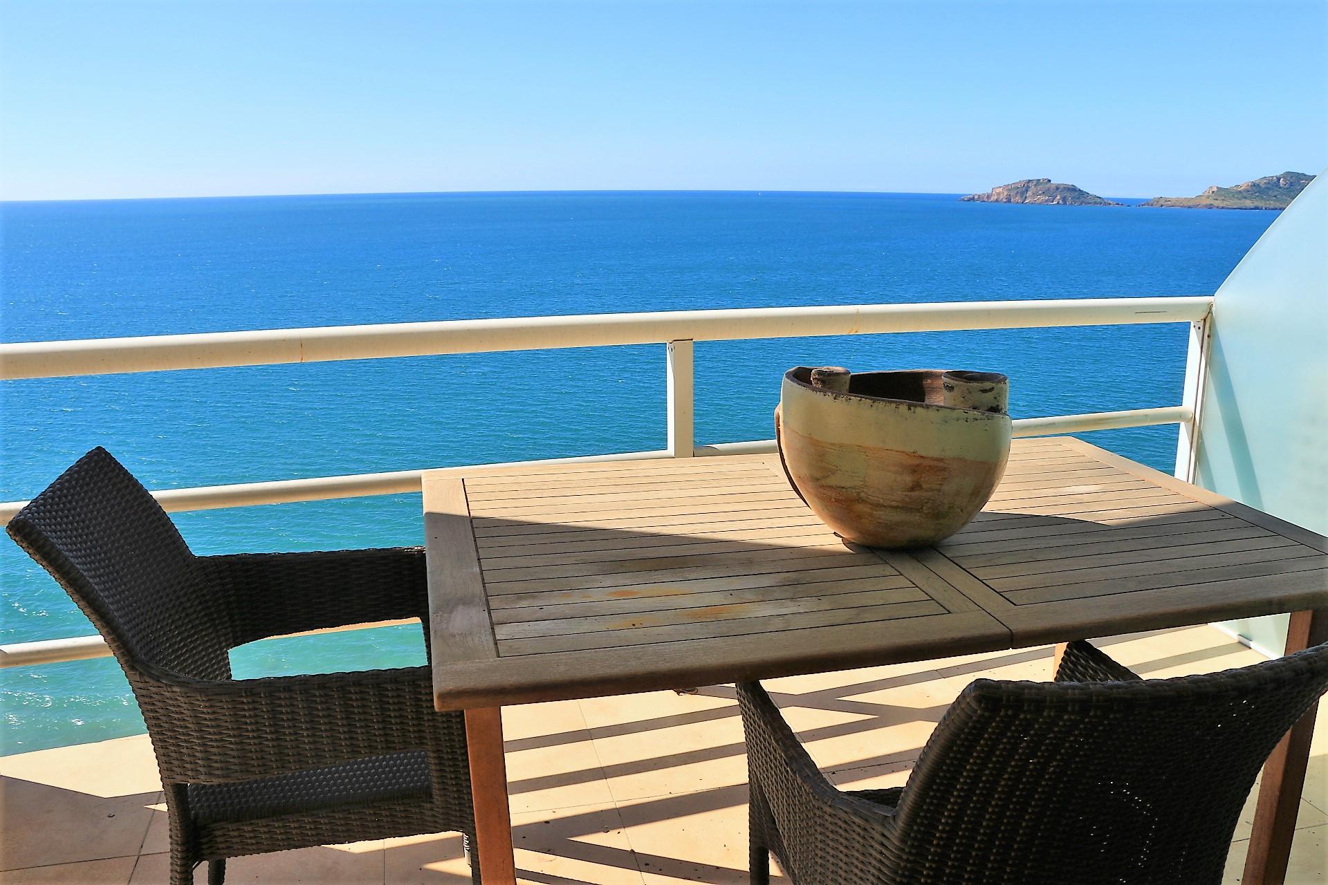 Lujoso condominio con vista al mar en Torre Azul