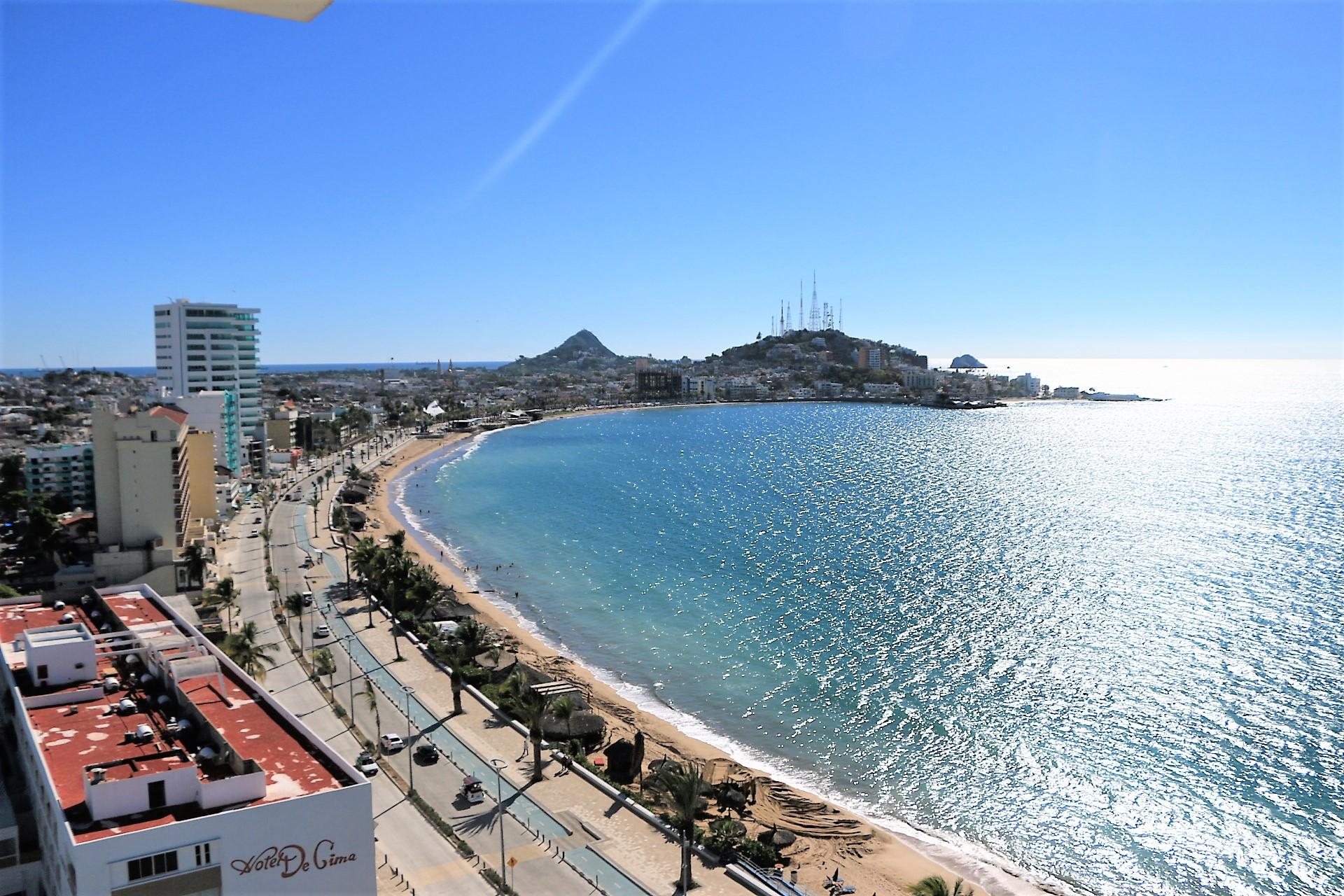 Exclusivo penthouse con vistas de 180 grados al mar en Torre Azul