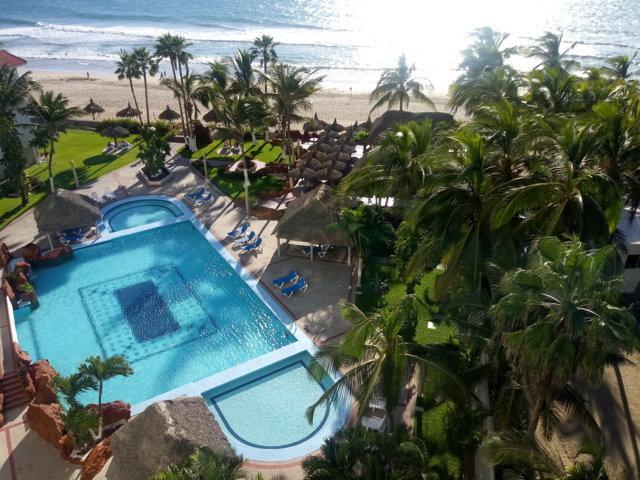 3 bedroom beach condo with multiple balconies – Quintas del Mar