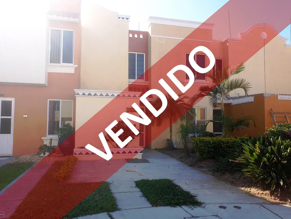 Casa en privada a unos minutos a pie de Playa Cerritos